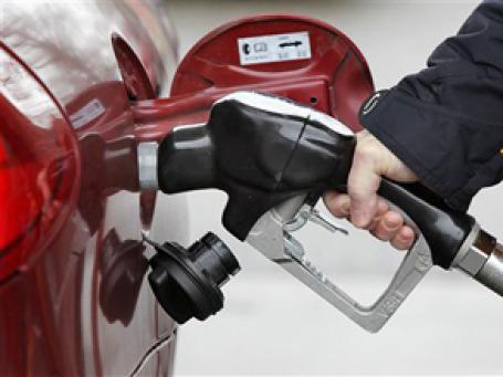 Цены на нефть упали ниже 76 долларов за баррель на азиатских торгах в среду. Фото: AP