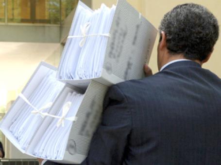 На рассмотрение Госдумы поступил законопроект, позволяющий Росфиннадзору, налоговой и таможенной службам получать от банков сведения о валютных операциях, которые составляют банковскую тайну. Фото: АР