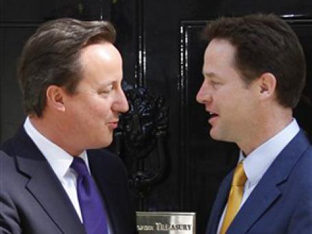 Дэвид Кэмерон и Ник Клегг . Фото: AP