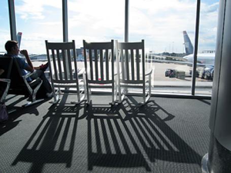 Оснащение сидениями небольшого терминала может принести больше $1 млн. Фото: virgilpix/flickr.com