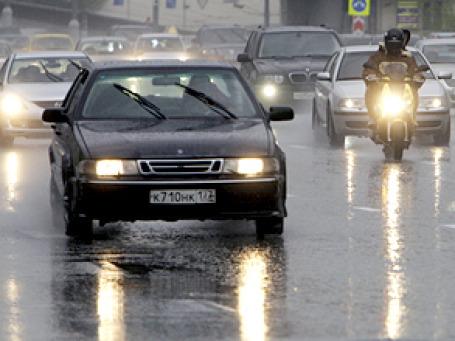 Российских водителей обяжут постоянно ездить с ближним светом фар. Фото: РИА Новости