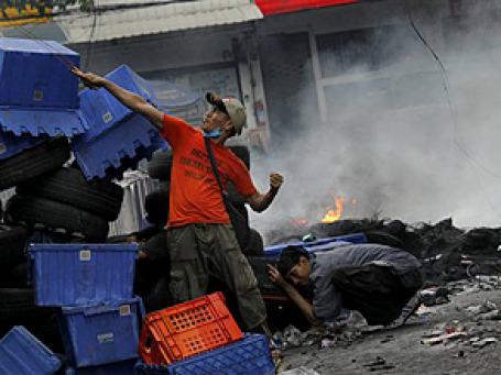 В зоне ЧП в Таиланде уже сосредоточено более половины населения королевства. В нее попали и некоторые туристические районы, включая популярную Паттайю. Фото: AP