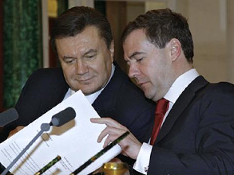 Демонстрируемое президентами Медведевым и Януковичем дружелюбие вряд ли выльется в соглашения по слиянию «Газпрома» и «Нафтогаза».  Фото: РИА Новости