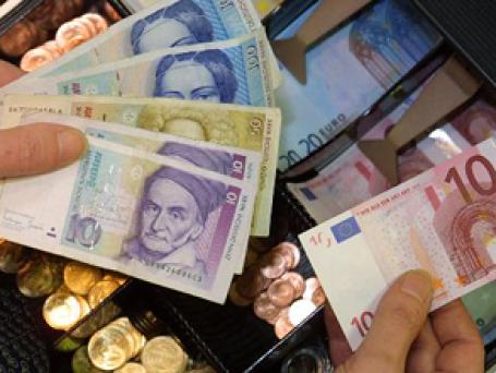 Из-за нестабильности евро в Германии все громче призывы вернуть марку. Фото: AP