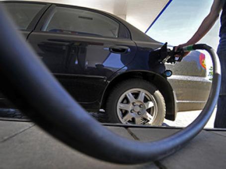 Уже в следующем году в России могут отменить транспортный налог при одновременно увеличении стоимости бензина. Фото: РИА Новости