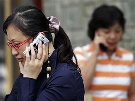 Мобильный телефон — одна из тех вещей, которые стали частью образа жизни повсюду. Фото: AP