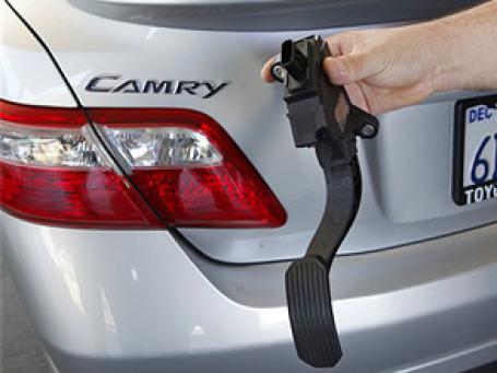 Toyota отозвала более 8 млн автомобилей по всему миру из-за опасений по поводу неконтролируемого ускорения. Фото: AP