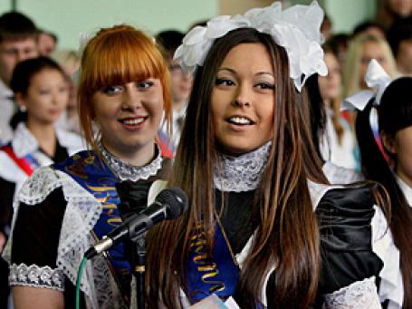 Сегодня в российских школах прозвучал последний звонок — в этом году для 840 тысяч одиннадцатиклассников. Фото: РИА Новости
