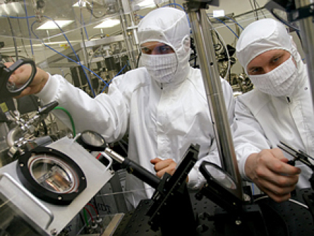 Хорошие лаборатории и развитая научная инфраструктура —  одно из условий возвращения россиян, работающих за рубежом. Фото: РИА Новости