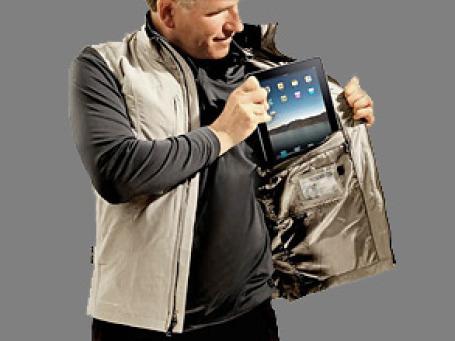 Поклонники iPad столкнулись с проблемой его транспортировки. Фото: Scottevest.com