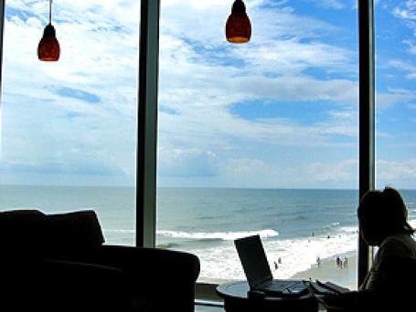 Не беда, что все чужое. На смену гостиницам приходят арендованные квартиры. Фото: iirraa/flickr.com
