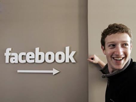 Основатель и исполнительный директор проекта Facebook Марк Цукерберг заявил, что теперь, при базе в 500 млн пользователей, соцсети все труднее поддерживать сумасшедшие темпы роста. Фото: AP