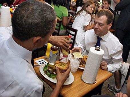 Дмитрий Медведев отведал бургеров в пригороде Вашингтона и ощутил вкус Америки. Фото: РИА Новости