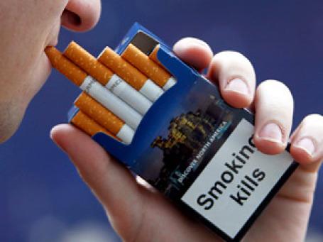 Новые требования техрегламента начинают действовать с субботы, 26 июня.  На пачках сигарет будут размещены устрашающие надписи о вреде курения. Фото: РИА Новости
