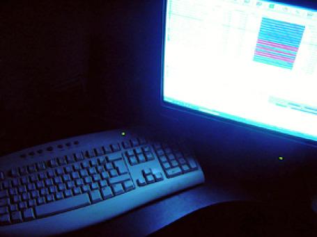 В ГУВД Москвы считают, что, помимо уголовных преследований создателей файлообменников, весьма эффективным способом борьбы будет наказание для пользователей таких сайтов. Фото: arboltsef/flickr.com