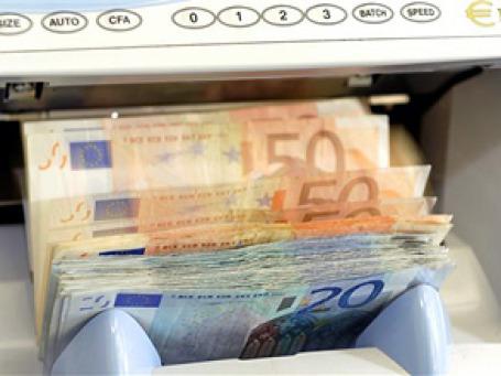 Продажа населением европейской валюты в мае возросла на 9%. Фото: AP