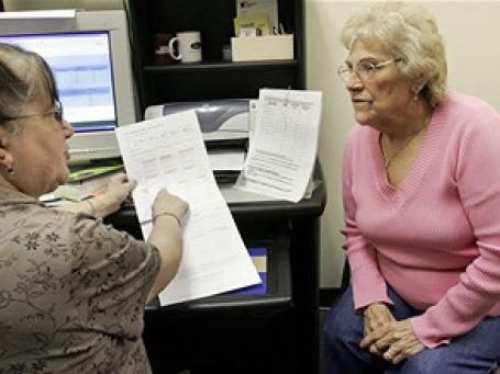 Многие нынешние аферисты сами достигли пенсионного возраста и потому очень хорошо понимают интересы и психологию своих потенциальных жертв. Фото: AP
