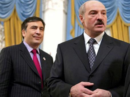 Лукашенко, бывший директор совхоза, которого часто называют последним диктатором Европы, и выпускник юридического факультета Колумбийского университета Саакашвили, считающий себя борцом за демократию, могут показаться странной парой. Фото: AP