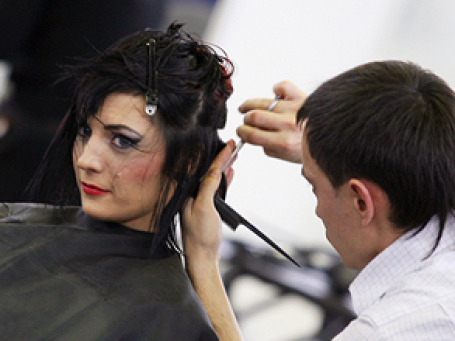 На новых правилах теперь должна основываться работа всех парикмахерских в РФ. Фото: РИА Новости