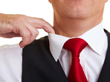 Некоторые банки учли жару и облегчили требования к дресс-коду. Фото: PhotoXPress