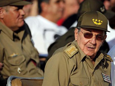 Рауль Кастро в отсутствии брата Фиделя не решился произнести речь по случаю главного революционного праздника 26 июля. Фото: AP