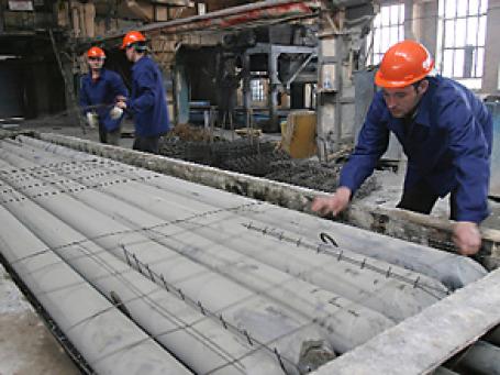 Большое  сокращение произошло в промышленности стройматериалов.  Фото: РИА Новости