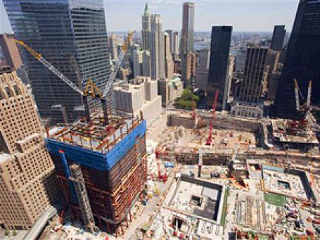 В 200 метрах от Ground Zero — котлована на месте башен-близнецов, разрушенных во время теракта 11 сентября 2001 года, могут построить мусульманский культурный центр и мечеть за 100 млн долларов. Фото: AP
