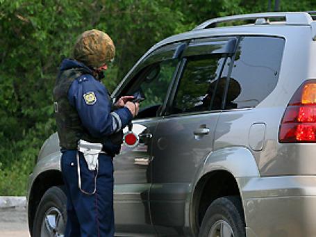 Водитель, в крови которого обнаружится даже минимальная доля алкоголя, может лишиться прав на срок от 1,5 до 2 лет. Фото: РИА Новости