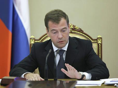 Если еще что-нибудь загорится, ответят все, предупредил президент Медведев главу Минобороны после пожара на базе ВМФ под Коломной. Фото: РИА Новости