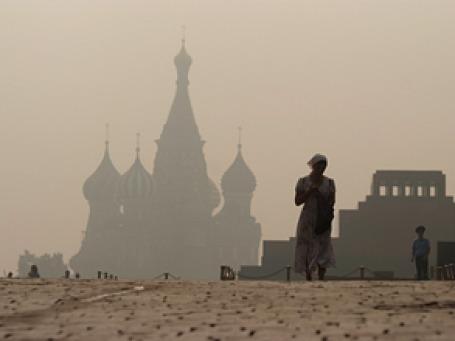 Москва в удушливой дымке: ни людей, ни начальства. Фото: РИА Новости