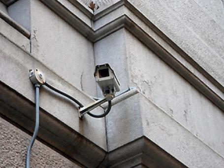 Камеры наружного наблюдения, работу которых обеспечивали специалисты «СтройМонтажСервиса», по версии следствия, отправляли  в ГУВД заранее заготовленную картинку. Фото: quinn.anya/flickr.com