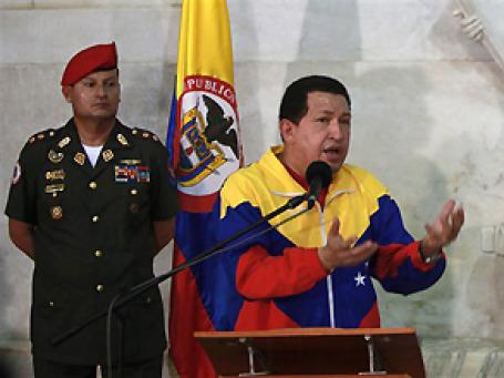 Уго Чавес прибыл с визитом в Колумбию знакомиться с новым президентом. С предыдущим, который писал ему гадости в Твиттере, Чавес разорвал отношения. Фото: AP