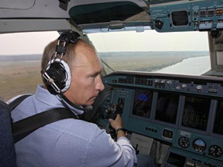 Владимир Путин лично потушил с воздуха два пожара и разведал два новых. Фото: РИА Новости