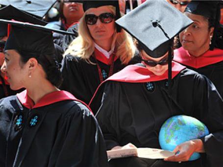 В Великобритании налог для выпускников вузов может заменить плату за обучение. Фото: AP