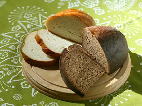 Российские хлебокомбинаты повышают отпускную стоимость продукции. В мелких магазинах хлеб уже подорожал, крупные сети обещают держать цены на прежнем уровне. Фото: Григорий Собченко/BFM.ru