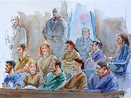 Групповой скетч русских шпионов в интерьере суда. Фото: AP