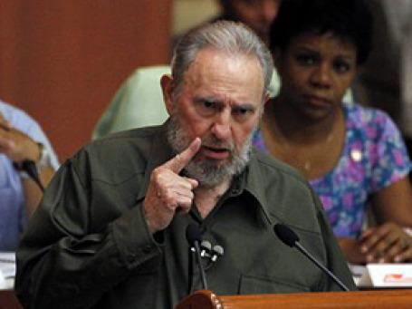 Фидель Кастро предстал перед депутатами в военной гимнастерке без знаков различия. Фото: АР