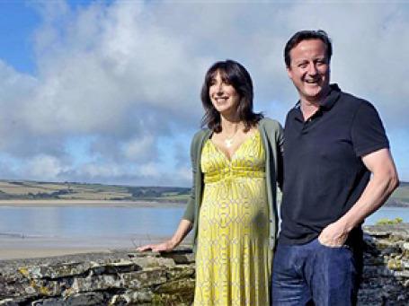 Супруги Кэмерон на каникулах, за день, до того как в семье премьера появилось прибавление. Фото: AP