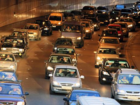 Минпромторг России предлагает со следующего года в 2 раза увеличить транспортный налог на автомобили старше 5 лет. Фото: РИА Новости