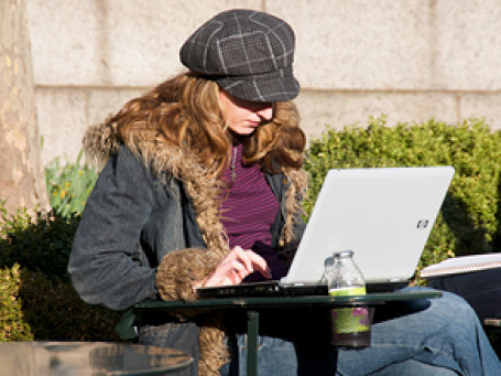 Желание оставаться на связи в любой момент своей жизни испытывает все большее количество людей. Фото: Ed Yourdon/flickr.com
