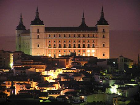 Толедо подтверждает тезис известного мексиканского архитектора и специалиста по градостроительному планированию Исмаэля Фернандеса: самые интересные и красивые города «человеческих масштабов», в которых удобно людям, — средневековые. Фото: R.Duran/flickr.c