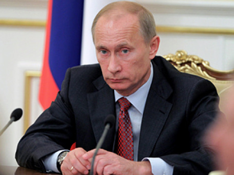 Премьер Владимир Путин подписал постановление, обязывающее организации, управляющие многоквартирными домами, раскрывать информацию о своей деятельности. Фото: РИА Новости