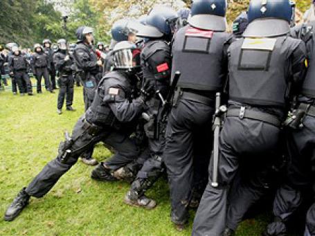 Подавление демонстрации в Штутгарте 30 сентября. Фото: AP