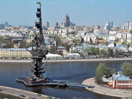 Творение Церетели — это самый высокий в России и один из самых высоких скульптурных памятников в мире. Фото: РИА Новости