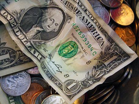 Курс доллара в среду обвалился на 54 копейки. Фото: KTVee/flickr.com