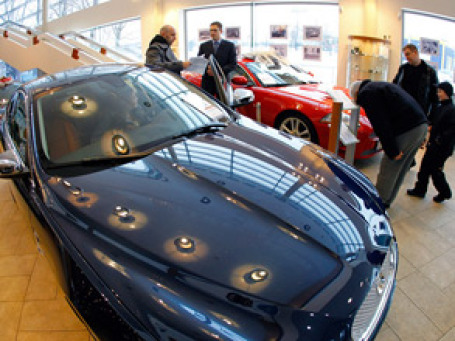Продажи автомобилей в России стремительно растут. Фото: РИА Новости