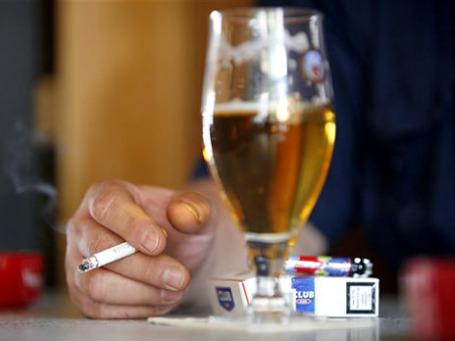 Немцев ждет рост цен на сигареты. Фото: АР
