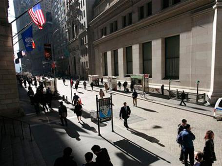 В середине этого года США приняли Акт Додда-Франка, который призван реформировать Уолл-стрит, устранить нормативные пробелы и прекратить торговые спекуляции. Фото: AP