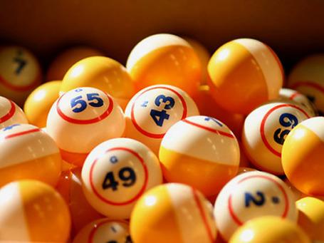 Войдя в непрофильный лотерейный бизнес, Сбербанк за счет наличия обширной филиальной сети сможет получить примерно 10 млрд рублей выручки. Фото: PhotoXPress