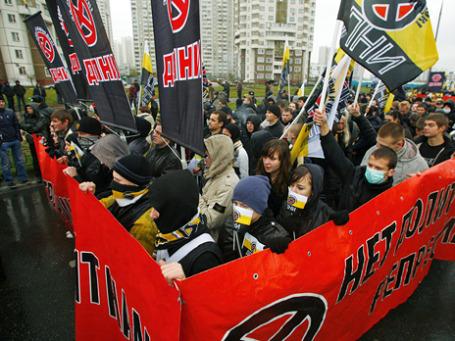 В районе Люблино в «Русском марше»  приняли участие члены националистических группировок, часть из которых признаны судом экстремистскими. Фото: Павел Головкин/BFM.ru